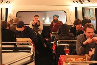 Пиццерия в автобусе