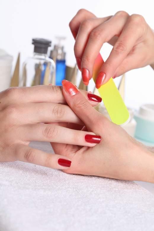 привести свои ногти в порядок