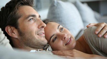 Женщины находят улыбающихся мужчин