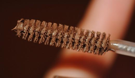Как покрасить брови карандашом